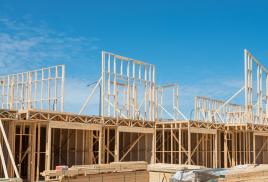 Nowoczesne budownictwo drewniane tak samo bezpieczne jak murowane, ale ceny ubezpieczeń się różnią