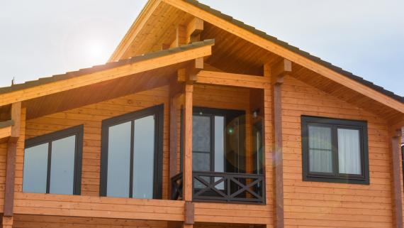 W ciągu pięciu lat liczba budynków drewnianych wzrosła ponad dwukrotnie. W 2020 r. powstało ich 905